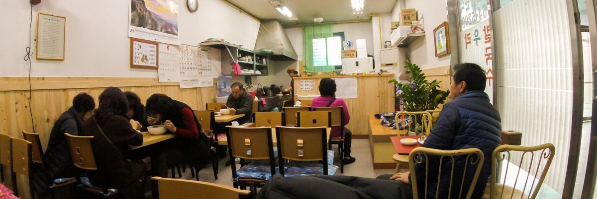 터미널 안의 작은 식당
